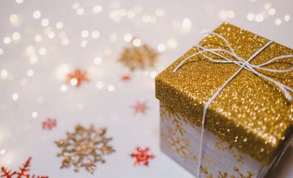 YOUR GUIDE TO CUSTOMER GIFT GIVING